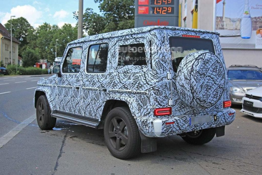2018-mercedes-benz-g-class-shows-slightly-rounder-shapes-full-set-of-led-lights_13