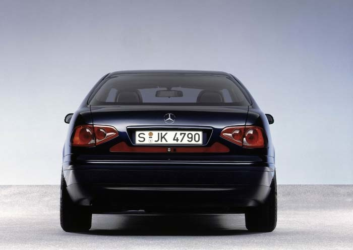 Markant und formschön: das Heck der Coupé-Studie. Distinctive and attractive: The rear end of the coupe concept