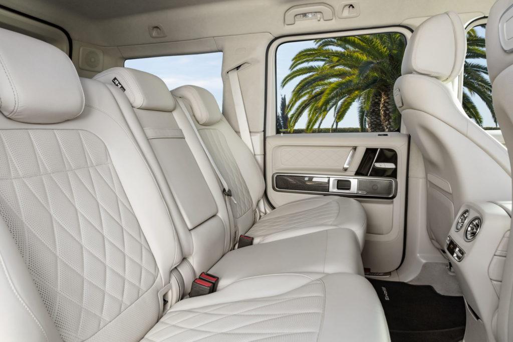 Mercedes-AMG G 63 Exterieur: designo mysticweiß bright, Exterieur-Edelstahl-Paket Interieur: designo Leder macchiatobeige Kraftstoffverbrauch kombiniert: 13,2 l/100km; CO2-Emissionen kombiniert: 299 g/km // Mercedes-AMG G 63 Exterior: designo mysticwhite bright, Exterior-Stainless steel-Packet Interior: designo leather macchiato beige Fuel consumption combined: 13,2 l/100km; CO2-emissions combined: 299 g/km