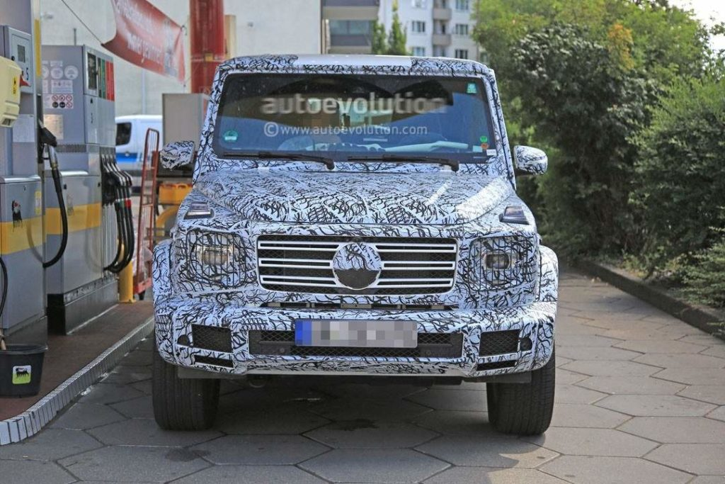 2018-mercedes-benz-g-class-shows-slightly-rounder-shapes-full-set-of-led-lights_3