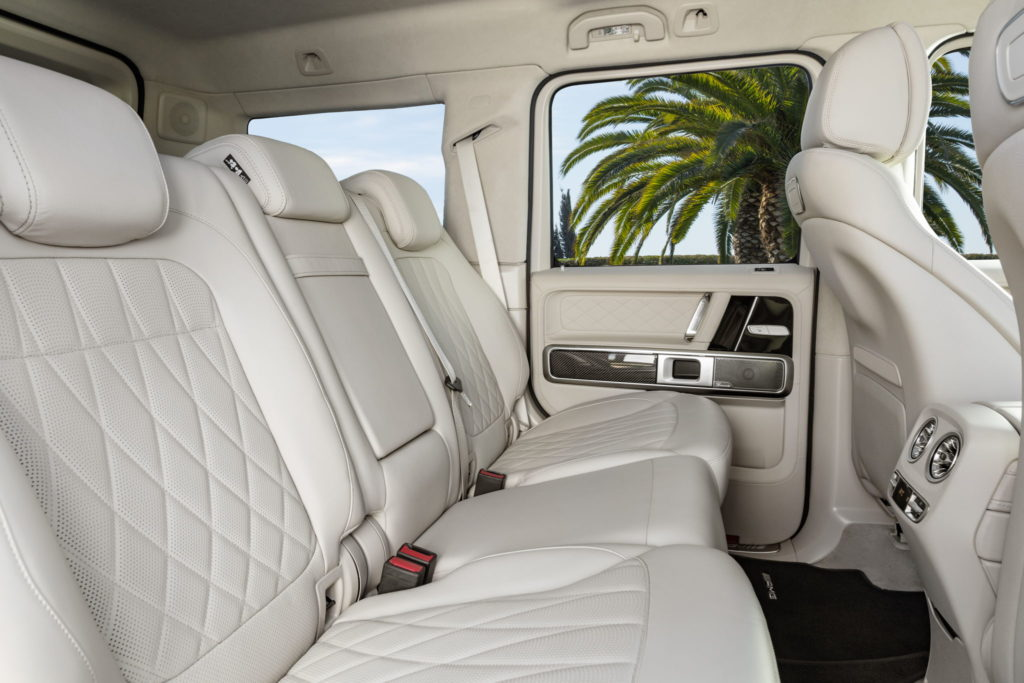 Mercedes-AMG G 63 Exterieur: designo mysticweiß bright, Exterieur-Edelstahl-Paket Interieur: designo Leder macchiatobeige Kraftstoffverbrauch kombiniert: 13,2 l/100km; CO2-Emissionen kombiniert: 299 g/km // Mercedes-AMG G 63 Exterior: designo mysticwhite bright, Exterior-Stainless steel-Packet Interior: designo leather macchiato beige Fuel consumption combined: 13,2 l/100km; CO2-emissions combined: 299 g/km