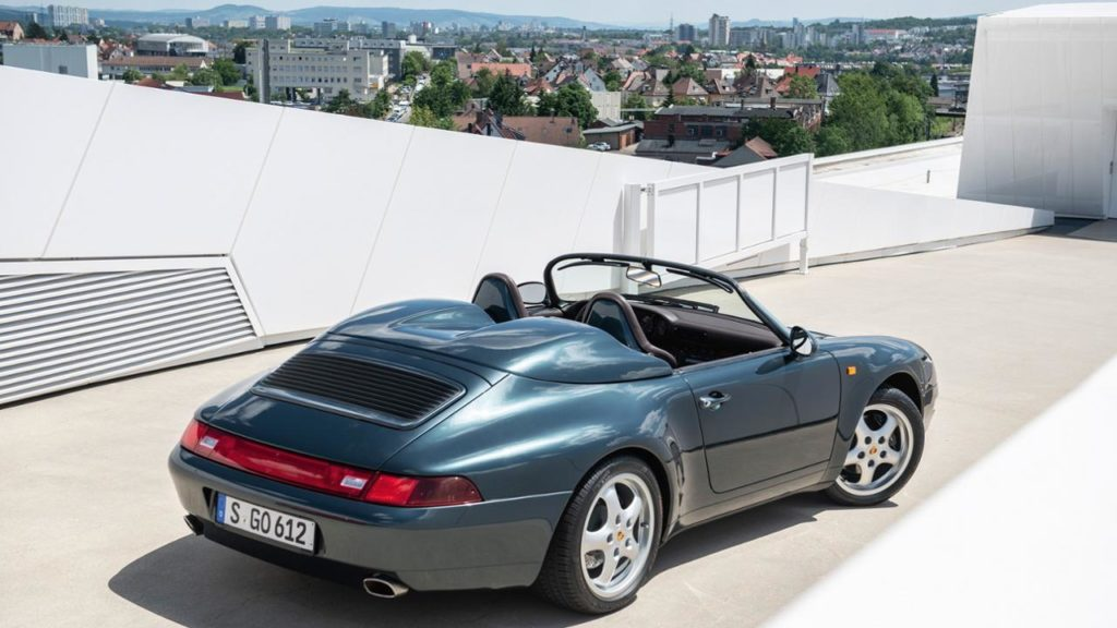 low_911_speedster_roof_terrace_of_the_porsche_museum_2019_porsche_ag